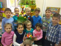 Проросла у нас пшеничка, мы покрасили яички!