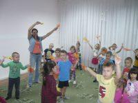 Разучиваем танец с листочками